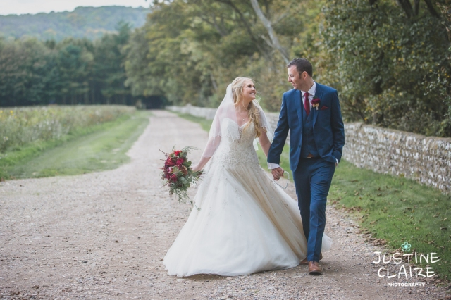 wedding photographer at Cissbury barn Findon Barn Venue Sussex reportage-102